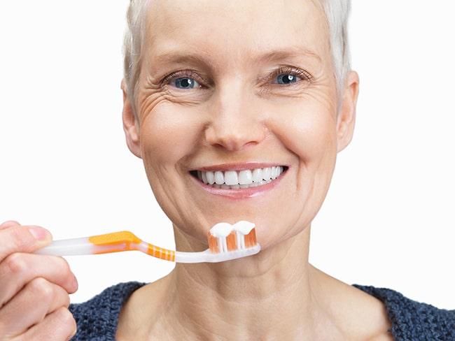 Уход за полостью рта после протезирования зубов на имплантах